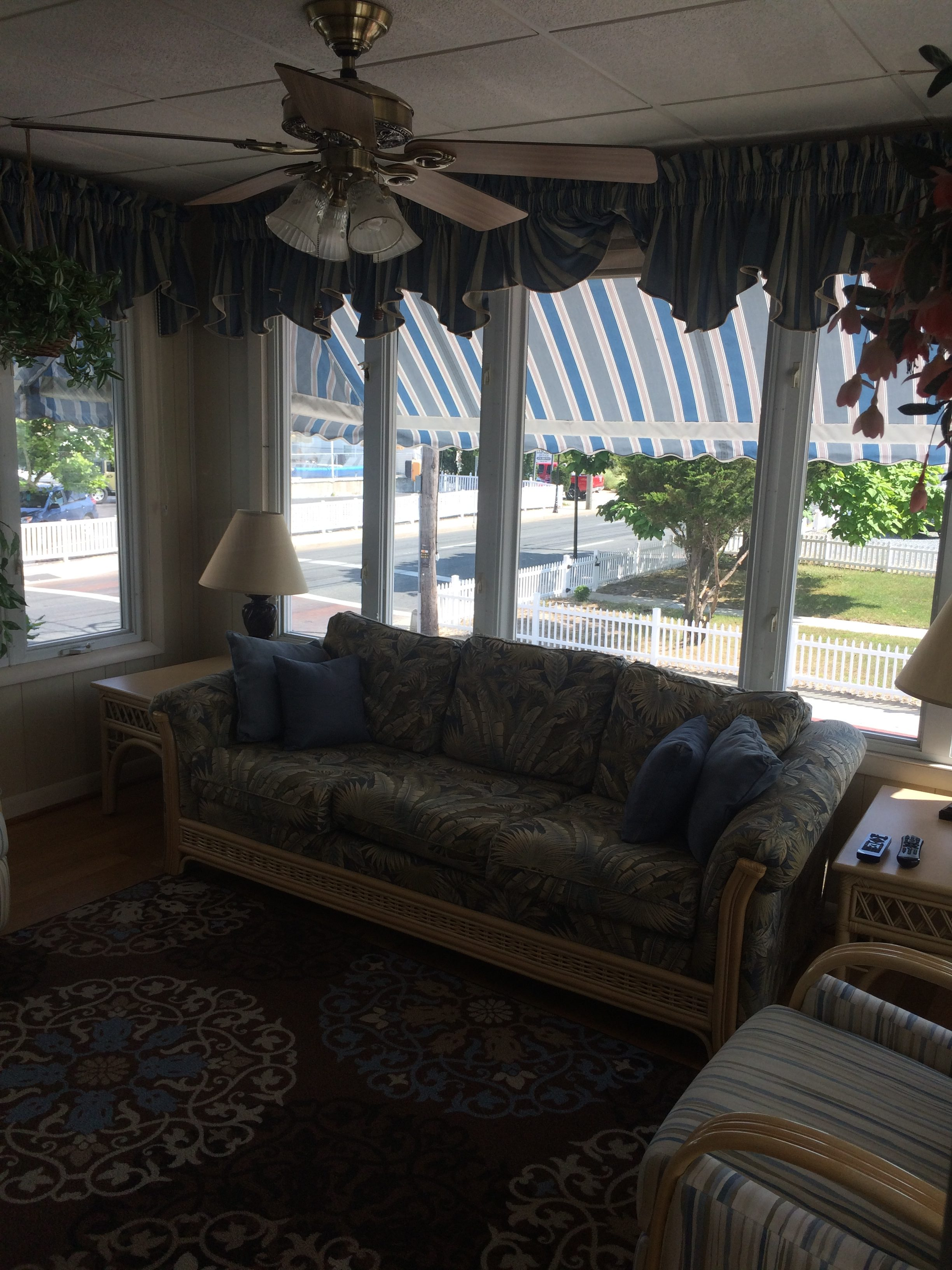 sun room with Living room queen size pullout sleep sofa
