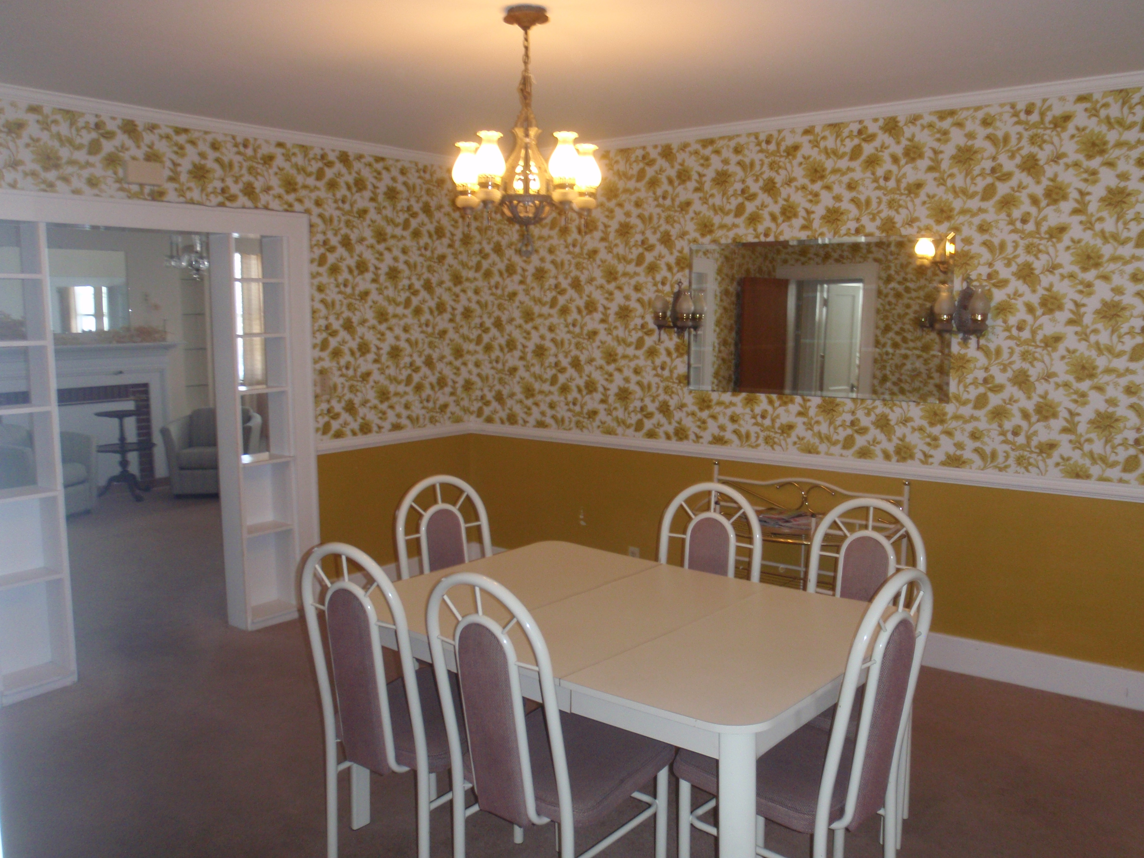 Dining room with table with 6 chairs